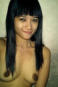 Cute Filipina (or Indonesia) girl on selfshot photos