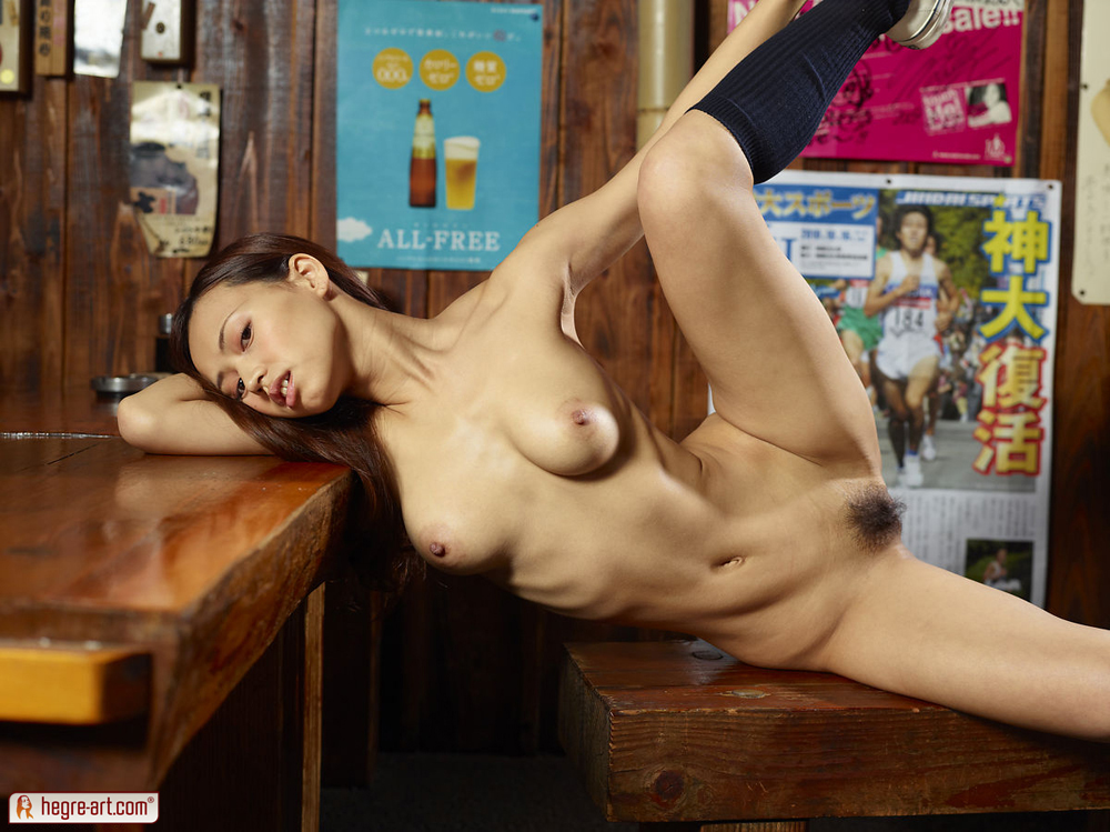 restaurant with nude girls